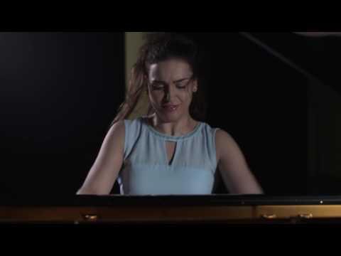 הפסנתרנית אולגה שפס מבצעת את הקטע רונדו טורקי של מוצרט