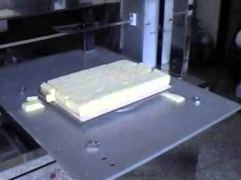 Máquina para cortar tartas y pastelitos