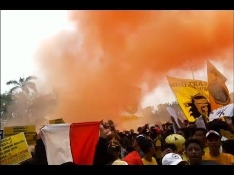 Ultras Gresik Demo di pemda Gresik Kamis, 3 Agustus 2017