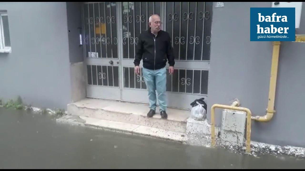 Bafra'da Sağnak Yağış Cadde Ve Sokakları Göle Çevirdi