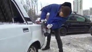 Москвич, чтобы припарковаться, болгаркой отрезал кусок кузова у чужих