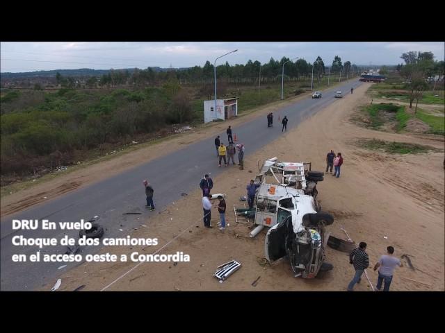 Impactantes imágenes del accidente protagonizados por dos camiones en Ruta 4