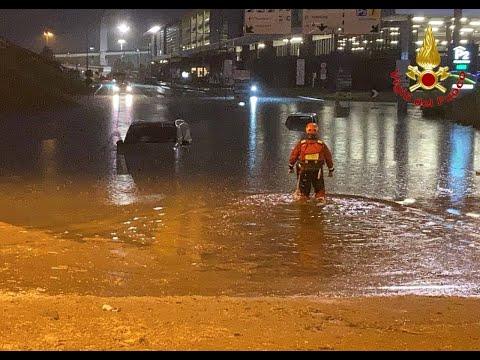Auto sott'acqua a Malpensa, salvate 10 persone
