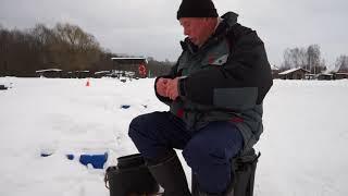Зимняя ловля форели. Ловля форели на платной рыбалке. Ловля форели.