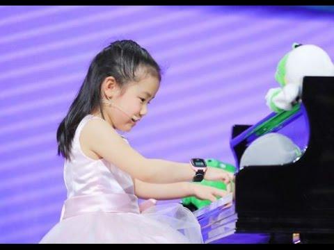 מופע מקסים של פסנתרנית צעירה שתדהים אתכם