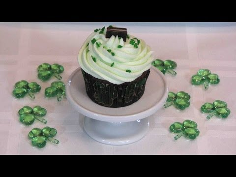 Minty Chocolate Cupcakes — Lynn's Recipes St. Patrick's Day