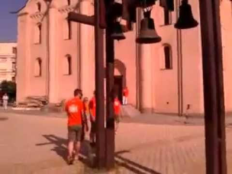 Голландские фаны-автолюбители попрощались с Евро-2012 в Киеве (видео)