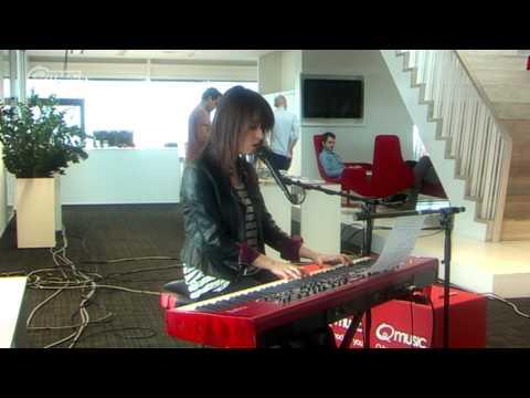 Laura Jansen - Running Up That Hill // live @ Q-music