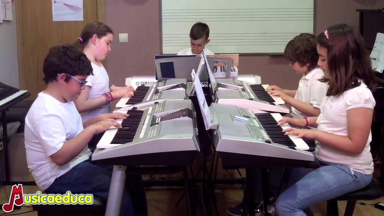 La canción del faraón - Grupo de alumnos de Mi Teclado 4 - Acordes Escuela de Música Moderna