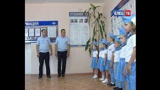 Сотрудников ГИБДД с профессиональным праздником поздравили воспитанники детского сада №4