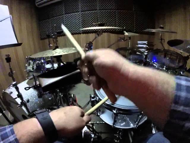 Como-tocar-bateria-daniel-oliveira