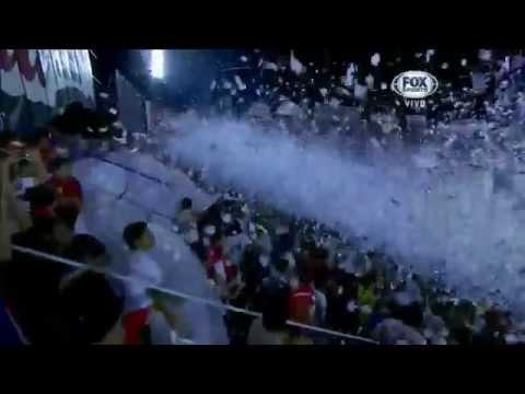"""Recibimiento Nacional (PAR) Final Libertadores 2014."" Barra: Garra Alba • Club: Club Nacional Paraguay"