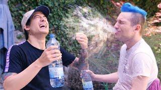 Flachwitz-Anspuck Challenge mit Julien Bam 藍 