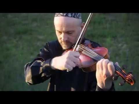 """השיר """"הבא נגילה"""" בגרסת כינור מפתיעה ומקפיצה במיוחד"""