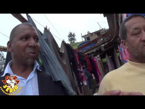 Durante a entrevista acontece o deslizamento de um casa no Barnabés