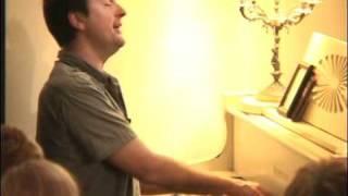 Paul de Munnik speelt een Mooi Liedje tijdens Live in the Living