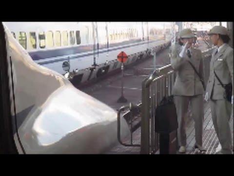 新幹線岡山、新大阪、さくらとのぞみ、女性車掌とスタッフ活躍 female conductor staff for the Shinkansen active part