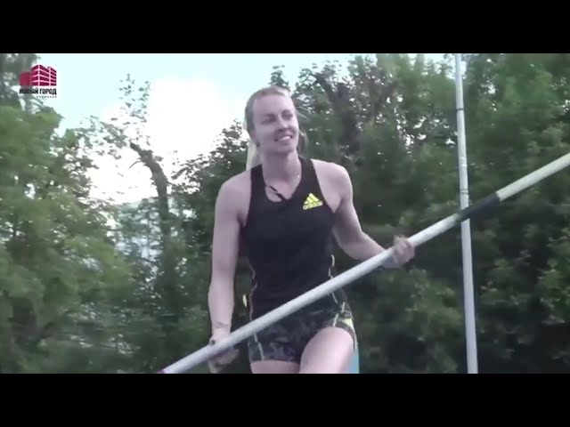 Иркутянка завоевала серебро на соревнованиях по прыжкам с шестом