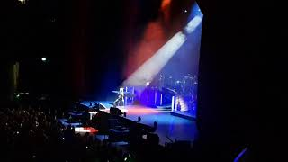 Barry Manilow - I Made It Through The Rain. 4K Live at London O2 England.