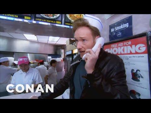 Conan O'Brien roznáší čínské jídlo
