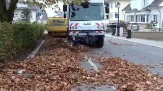 Balayeuse Dulevo 5000 Balaye des Feuilles / Street Sweeper Sweeping Leaves, Street Cleaner