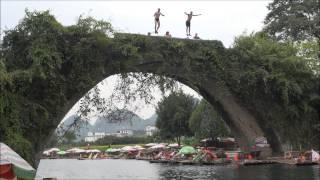 Udspring Fra Dragon Bridge i Yangshuo