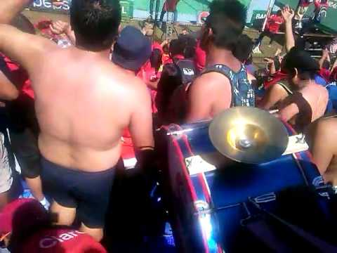 """""""La banda del rojo en la final contra antigua"""" Barra: La Banda del Rojo • Club: Municipal"""