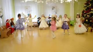 """Красивый танец Звездочек """"Кто тебя выдумал звездная страна"""" Новогодний утренник Средняя группа"""