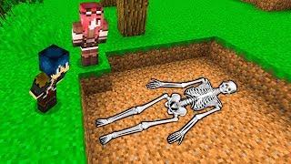 Minecraft ITA - ABBIAMO TROVATO UNO SCHELETRO!!