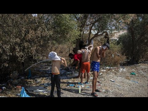 Λέσβος: Διαδηλώσεις και εκβιασμοί