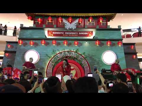 Krisdayanti - Mahadaya Cinta live at Mall Alam Sutera