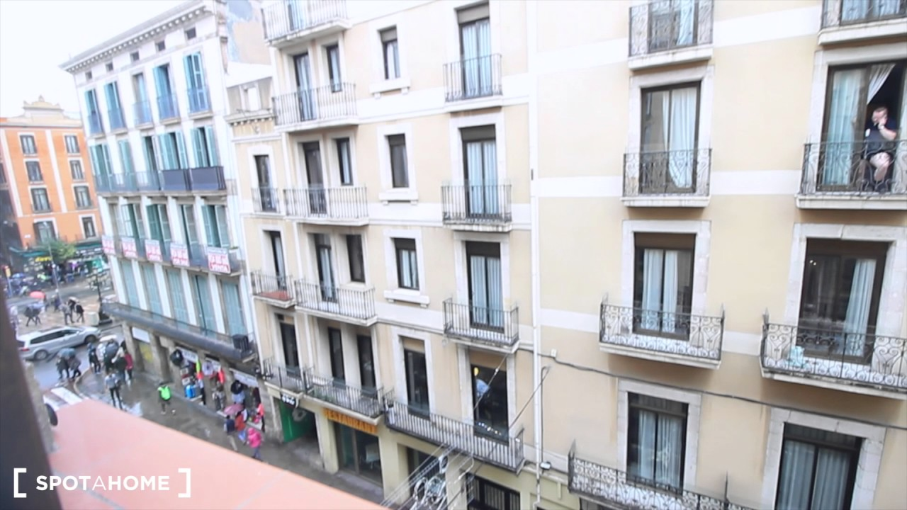 Rooms for rent in bright 2-bedroom apartment with AC and balcony in El Raval, next to Las Ramblas