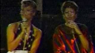 "SOLID GOLD | Dionne Warwick and Aretha Franklin sing ""I Say A Little Prayer"" 