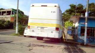 preview picture of video 'Acayucan, Veracruz: Un camión Acayucan-Sayula descompuesto, Parte 2 (regreso)'