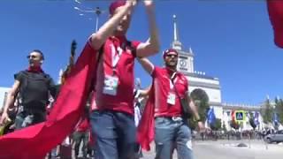 Волгоградская жара не помешала английскому болельщику надеть костюме крестоносца