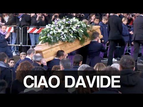 Firenze piange Davide Astori. L'ultimo saluto al capitano della Fiorentina