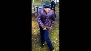 ванюша танцует