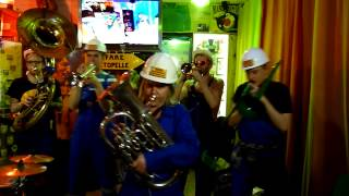 Fanfare Tractopelle - No Limit / I like to move it (2 unlimited) - Divette