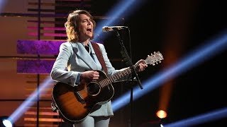 Gambar cover Brandi Carlile Performs an Acoustic Version of 'The Joke'