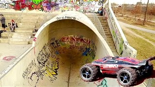 TRAXXAS E-REVO: LOOPING FUN im Skatepark München