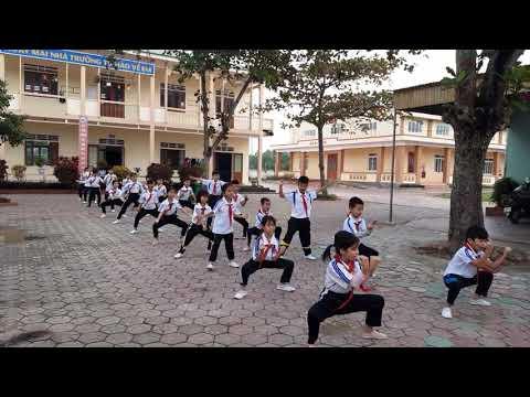 Học sinh lớp 5B tập võ cổ truyền