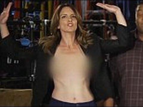Tina Fey 'accidentally' goes topless on SNL promo
