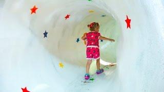 Влог: Настя едет в детский музей с горками и мишками тедди