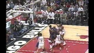 Michael Jordan 36 points (four dunks) vs Knicks (1996)