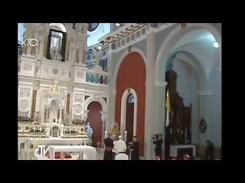 Le Pape François prie la Vierge de la Caridad