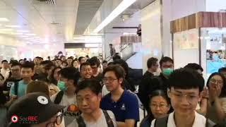 11Sep2019淘大商場市民大合唱,一名男子打對台,唱中國國歌挑釁在場市民兒女當場哭要爸爸離開