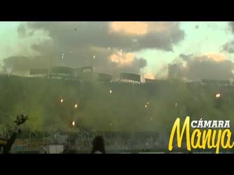 """""""Peñarol vs Atlético Nacional - Recibimiento Barra Amsterdam - Libertadores 2012"""" Barra: Barra Amsterdam • Club: Peñarol"""