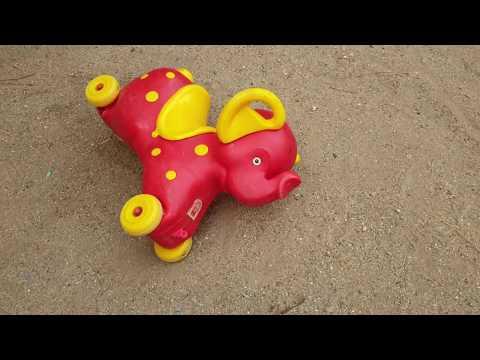 Fatih selim oyun parkına gitmiş sürpriz oyuncaklar bulmuş