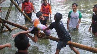 Extreme Pillow Fight on River ( Sungai Krisak, Wonogiri) funny games