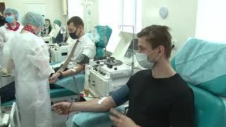 Врио губернатора Михаил Дегтярев и министры краевого правительства сегодня стали донорами плазмы для лечения больных новой коронавирусной инфекцией